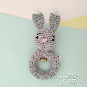 Rattle Rajut Grey Bunny - Valerie Crochet