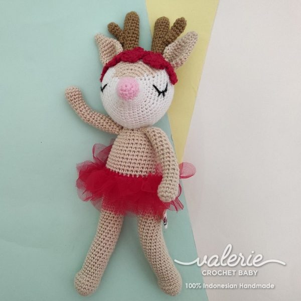 Boneka Rajut Deer Ballerina in Red - Valerie Crochet