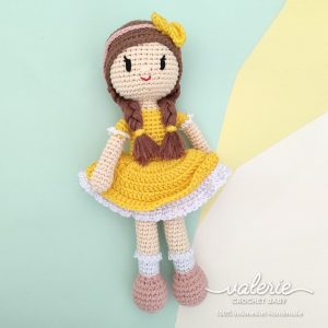 Boneka Rajut Alice in Yellow Dress - Valerie Crochet