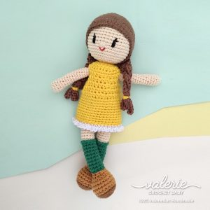 Boneka Rajut Alice in Green Socks - Valerie Crochet